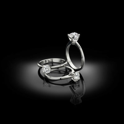 Superb in its simplicity, this classic engagement ring.