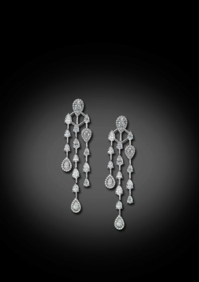 A contemporary version of classic gala luster earrings.